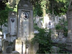 Bülbülderesi Mezarlığındaki Mezartaşlarında Portreli Fotoğraflar