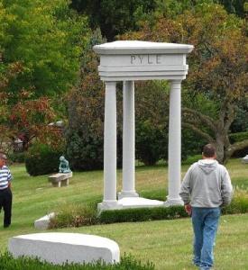 Üç Sütun Sembolü - New Hill Mason Üstadların Mezarlığı / Chigaco - ABD