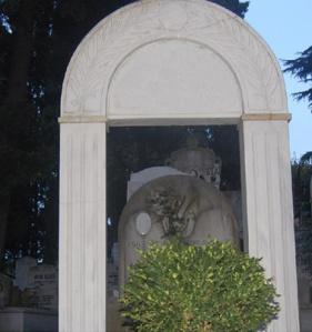 Bülbülderesi Mezarlığı – Mezartaşındaki Akasya Dalları