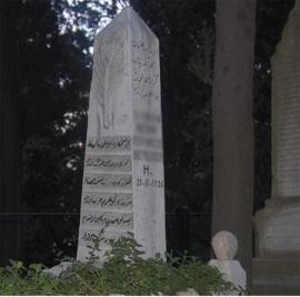 Bülbülderesi Mezarlığı – Obelisk şeklindeki Mezartaşının Üzerindeki Akasya Dalı