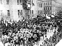 Azerbaijani_troops_enter_Baku_1918