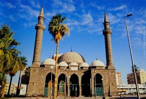 İstasyonun yanında Osmanlı Ambariye camii