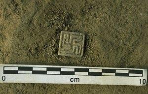 Harappa'da bulunan düğmedeki Swastika tamgası