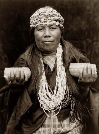Şaman bir kadın